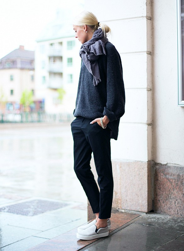 oversized-sweater-boyfriend-sweater-tailored-trousers-black-pants-black-and-navy-slip-on-sneakers