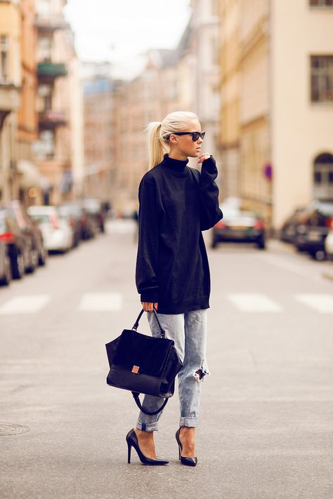 how to cuff your jeans, jeans, denim styling tips, oversized sweater