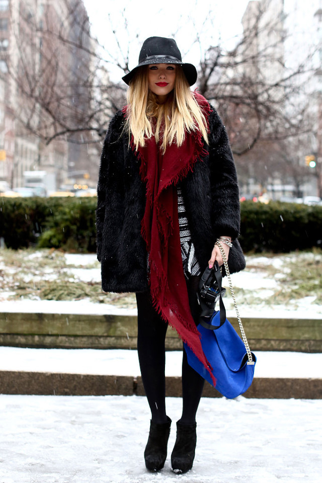 snow outfits, what to wear in a snowstorm, winter outfit, snow-day-outfit-winter-coat-wide-brim-hat-black-ankle-boots-via-