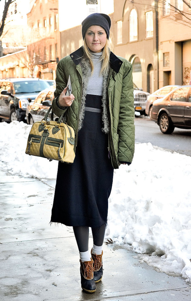 beanie, winter outfit, how to wear beanies, winter hat, knit hat, snow-winter-parka-beanie-duck-boots-snow-boots-midi-skirt-socks-turtleneck-editor-style-mary-kate-steinmiller