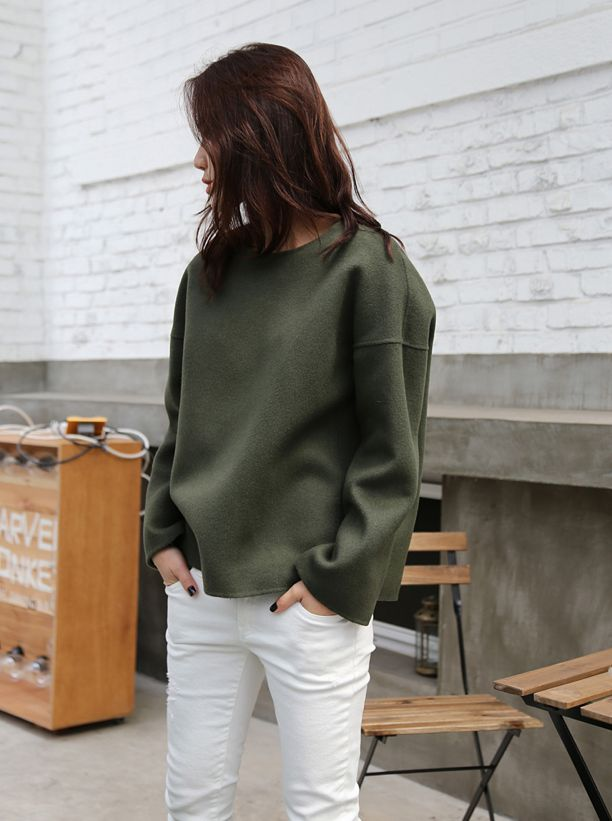 white jeans, army green sweatshirt, oversized, white jeans, weekend, spring, fall