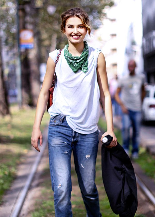 white tee, distressed denim, bandana, spring, weekend, summer, off duty model style