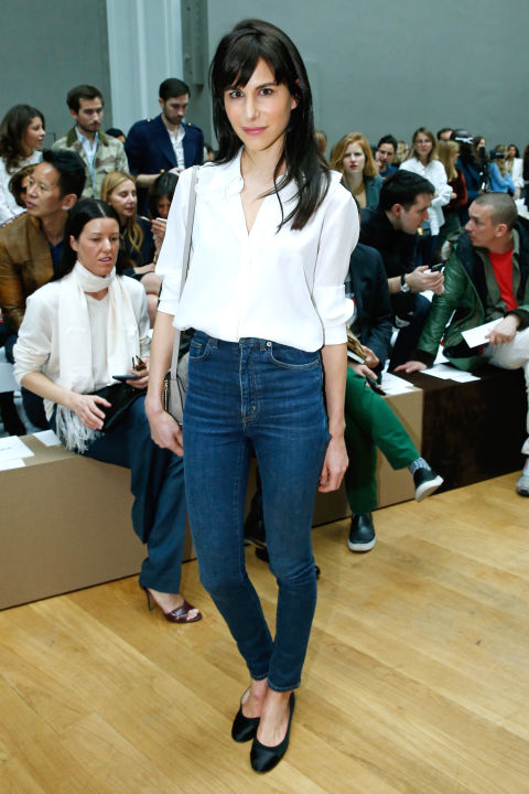 pfw-white-blouse-skinny-jeans-simple-casual-minimalist-work-weekend-carline-sieber-muses-classic-via-bazaar