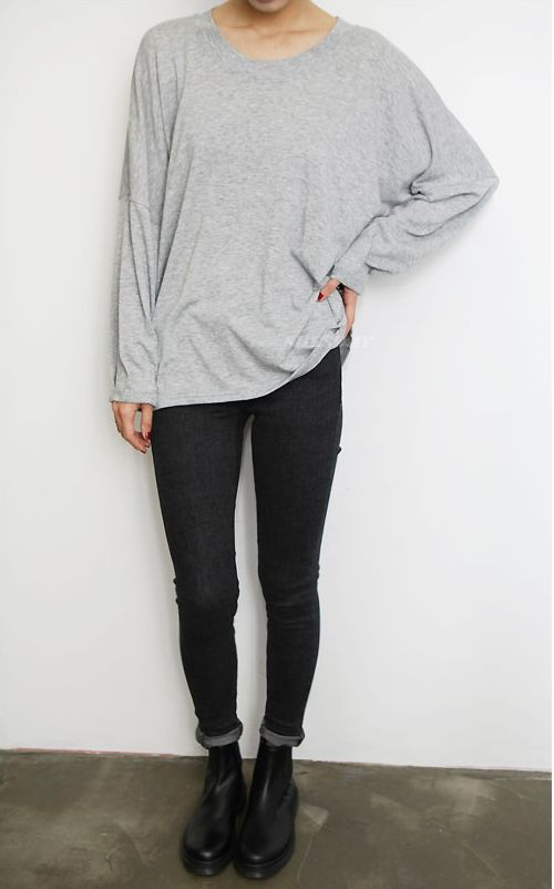 weekend outfit, leggings and grey oversized tee, comfy outfit, grey and black, black skinny jeans rolled jeans, chelsea boots