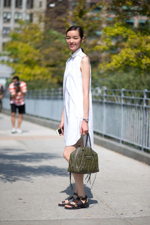 54bc2407662a3_-_hbz-shirtdress-4-street-style-nyfw-ss2015-day1-19