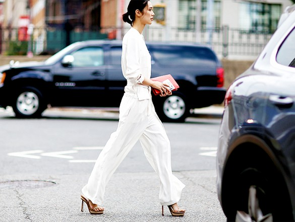 all-white-wide-leg-trousers-white-on-white-white-pants-heels-work-spring-via-jessiebush of we the people