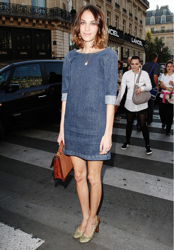 denim-dress-alexa-chung-via-www