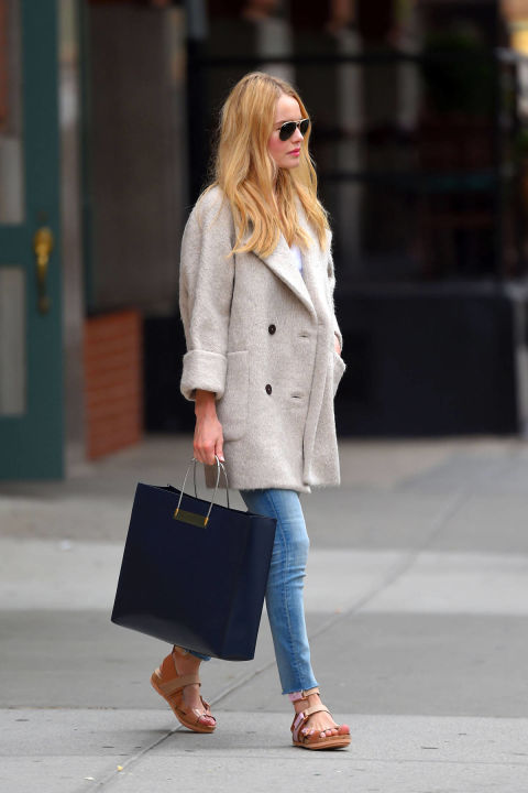 kate-bosworth-brunch-chic-weekend-sandals-spring-via-hbz