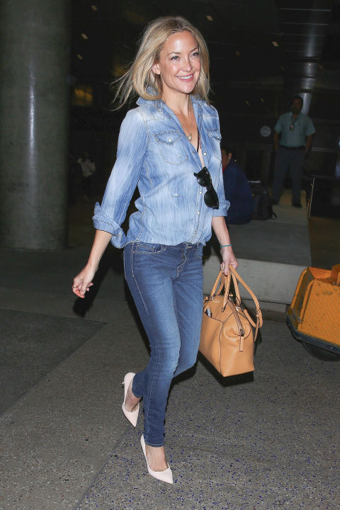 kate-hudson-double-denim-chambray-shirt-pumps-weekend-night-out-via-hbz