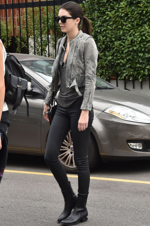 chelsea boots, winter outfit, ankle boots, booties, kendall-jenner-weekend-casual-model-style-model-off-duty-style-grey-moto-jacket-acid-wash-greyand-black-black-skinnies-black-moto-boots-chelsea-boots