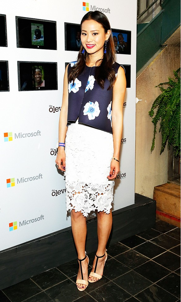 lace-spring-florals-white-lace-pencil-skirt-spring-night-out-shower-party-work-jamie-chung-via-wireimage