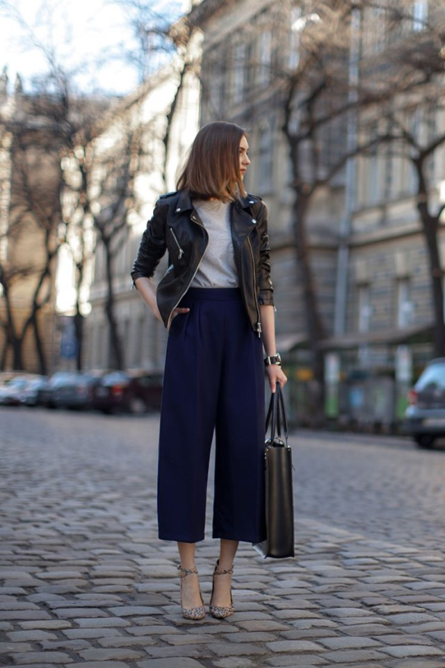 navy-culottes-black-leather-moto-jacket-work-spring-night-out-via-stylecaseter