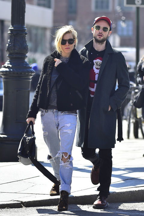 sienna-miller-grunge-ripped-denim-spring-fall-layers-via-hbz