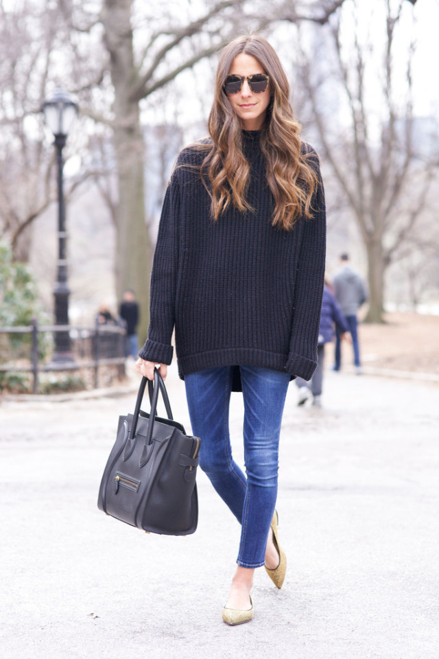 skinny-jeans-oversized-sweater-flats-via-something navy