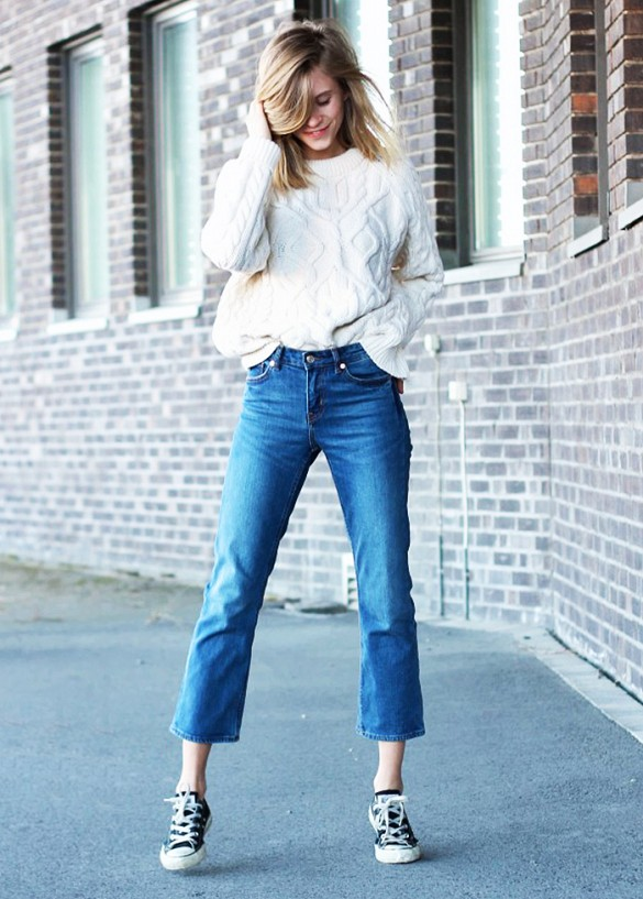 weekend-flared-cropped-jeans-cropped-flares-converse-sneakers-cream-ivory-fisherman-sweater-oversized-sweater-spring-weekend-via-thefashioneaters