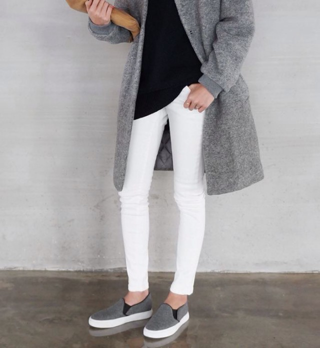 white jeans, sneakers, grey coat, black sweater, weekend, neutrals, fall, spring