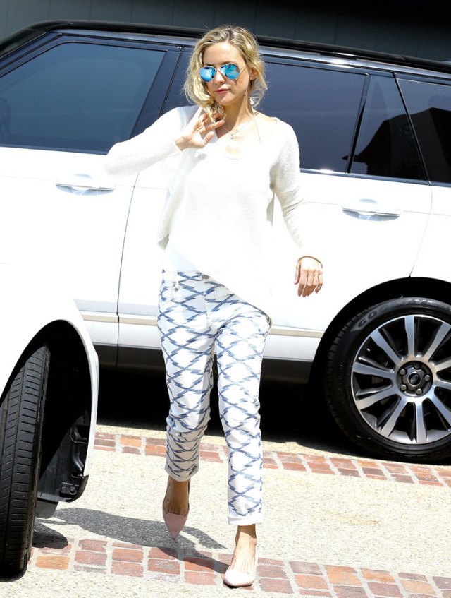 Kate-Hudson, printed denim, casual, weekend
