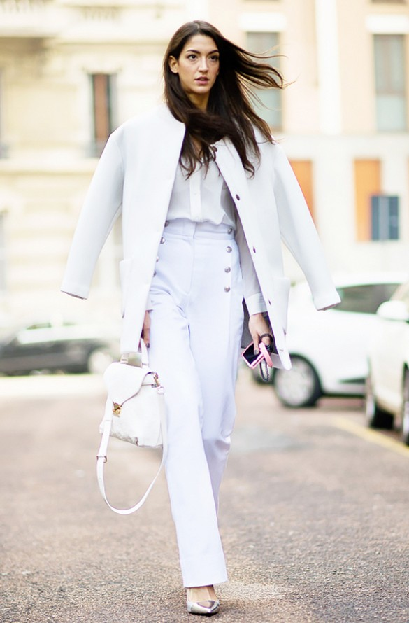 all-white-outfit-white-coat-white-flare-leg-pants-silver-via-gastrochic