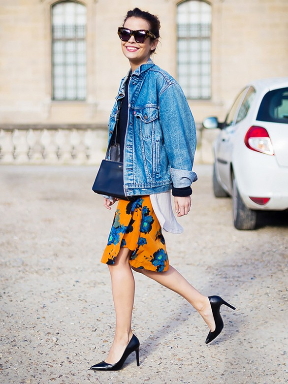 floral-skirt-pumps-denim-jacket-summer-spring-work-via-style du monde