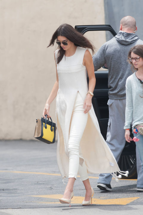 kendall jenner, long tunic, white on white, all white, white skinny jeans, white pumps