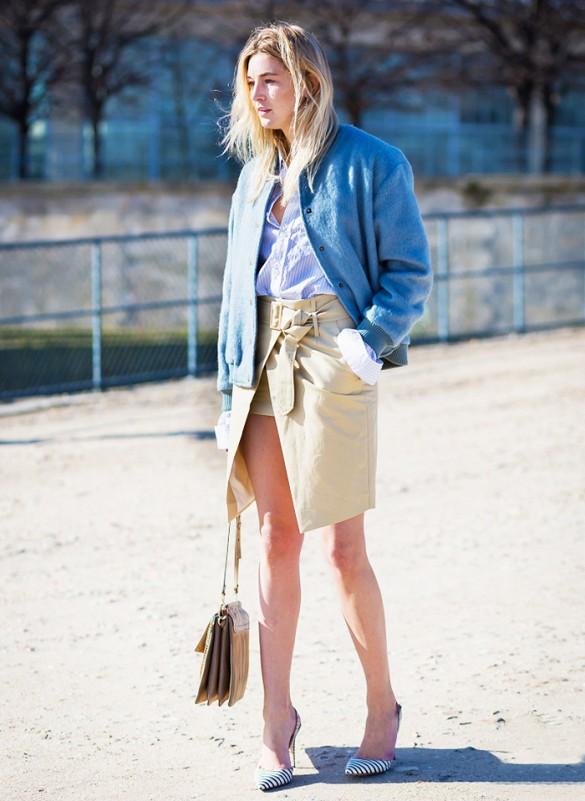 kahaki-wrap-skirt-pumps-oxford-shirt-denim-jacket-summer-work-via-style du monde