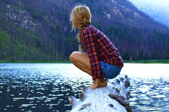 lake-via-thenoistypluem.com, cutoffs, flannel shirt, vaca, glamping, camping