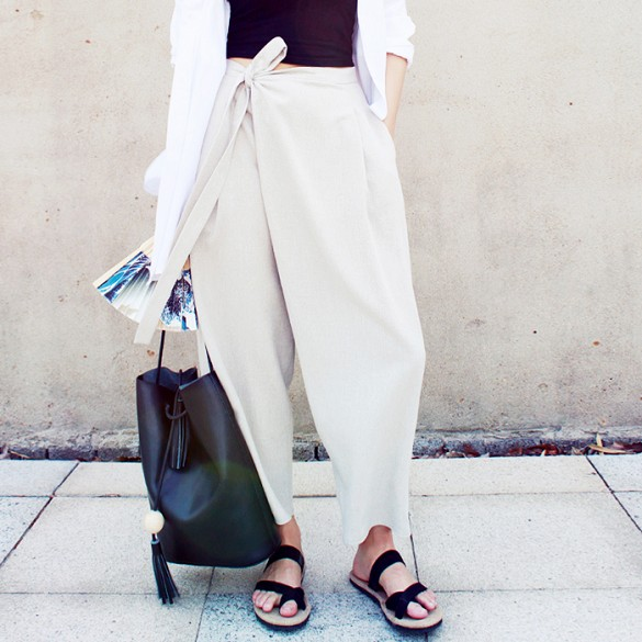 sandals, neutrals, spring, summer, casual, weekend, work, Side twist, twisted pants, belted pants, culottes, crop top, white cardi, bucket, bag, blakc and white