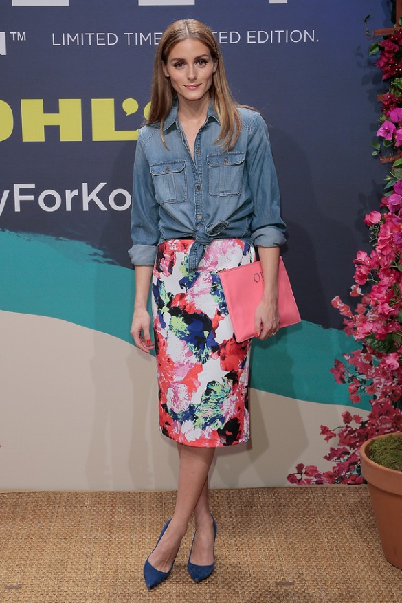 olivia-palermo-floral-pencil-skirt-artsy-watercolor-print-chambray-shirt-knotted-shirt-work-spring-outfits-pumps-olivia-palermo-via-wireimage