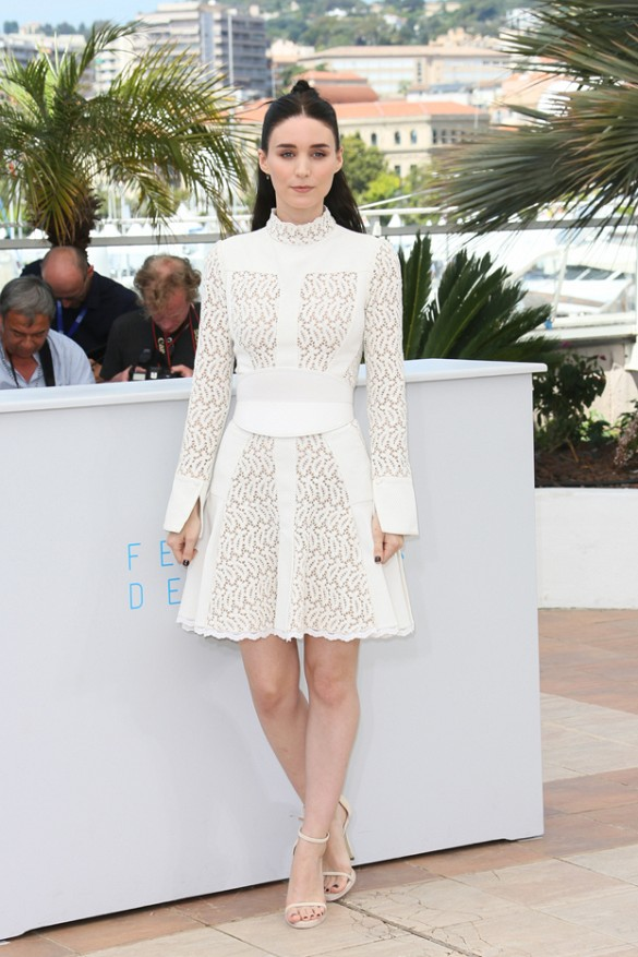 roomey-mara-white-lace-dress-lace-ruffle-modern-evening-night-out-going-out-cannes-via-www