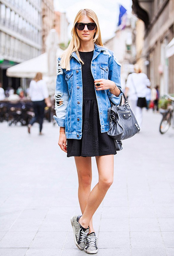 summer-dress-lbd-denim-jacket-sudded-sneakers-via-street style seconds