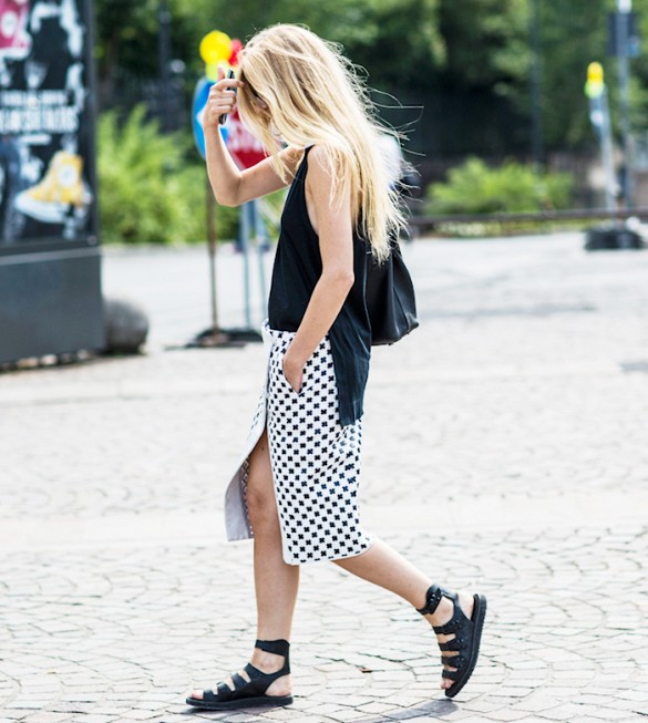 summer-pencil-skirt-black-and-white-gladiator-sandal-tank-via-a love is blind