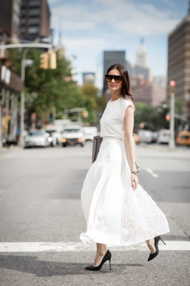 white-maxi-skirt-tee-black-pumps-work-spring-summer-via-vogue.com-au