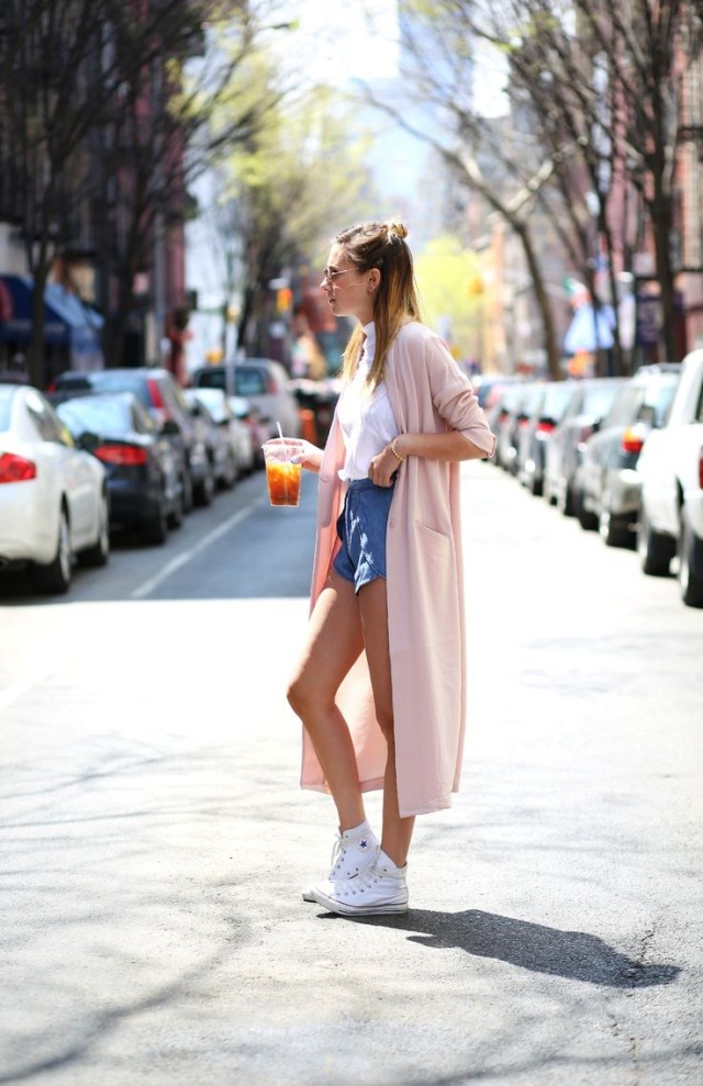 duster-coat-converse-high-top-sneakers-shorts-white-tee-summer-otufits-via-weworewhat