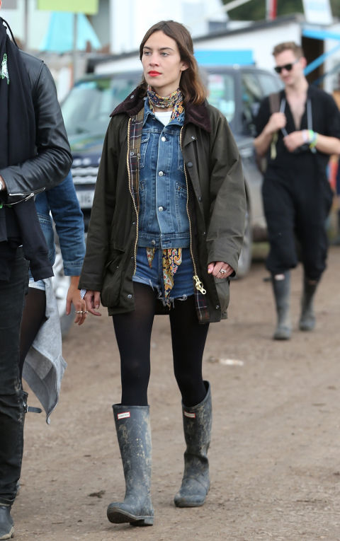 glastonbury-2015-style-festival-fashion-wellies-rain-boots-via-getty-double-denim-barbour-coat-alexa-chung