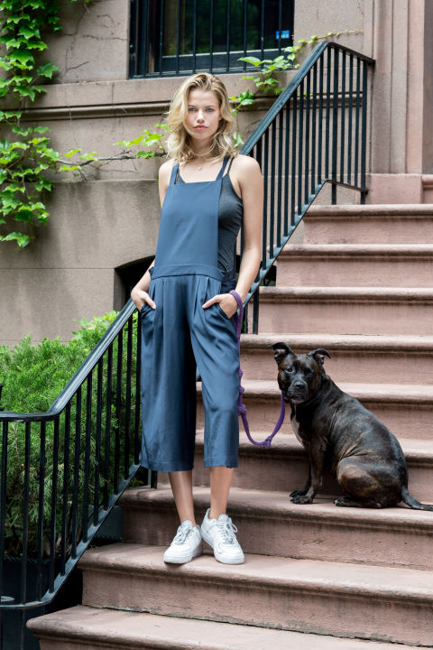 hailey clauson, overalls, cropped overalls, sneakers, summer, tank top, dog, street style, urban , sightseeing, summer outfits, weekend casuall