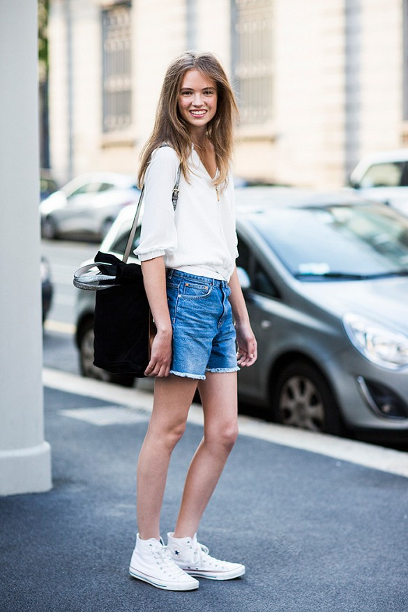 denim cutoff shorts, sneakers, summer vacation, tourist, sightseeing outfit