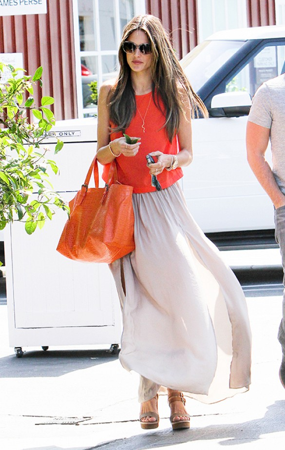 maxi skirt, sandals, summer style, model off duty style, alessandra ambrosio