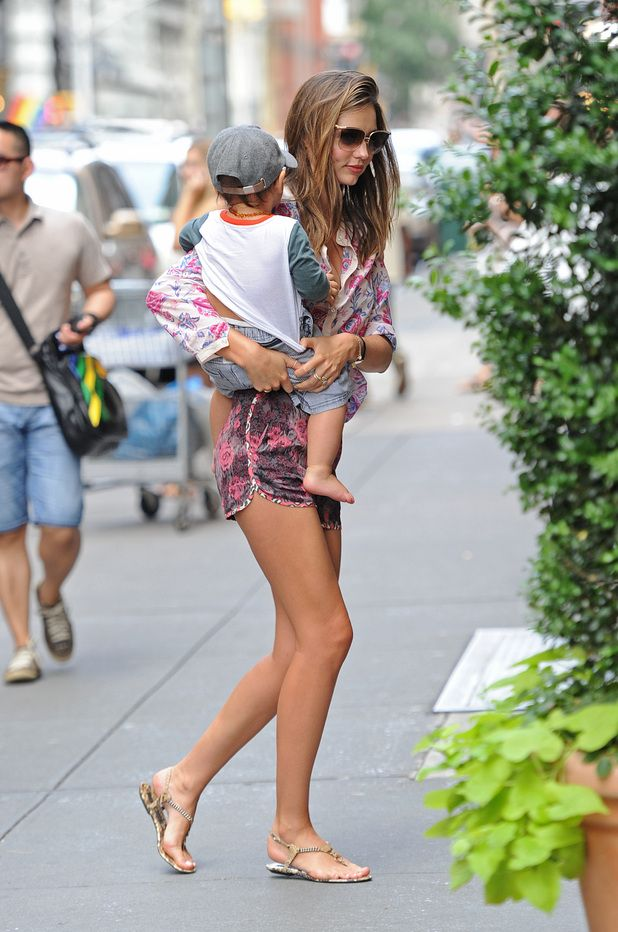 miranda-kerr-floral-prints-mixed-prints-shorts-sandals-mom-style-summer-outfit-via-digitalspy.com.au