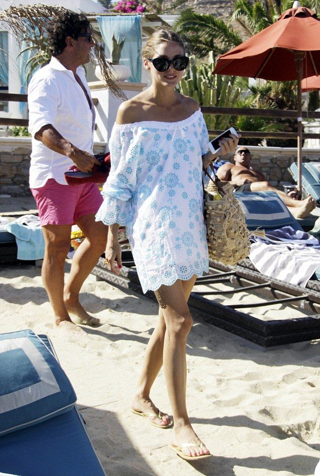 olivia-palermo-beach-cover-up-jetsetter-vacation-summer-beach-outfit-via-dailymail.co.uk