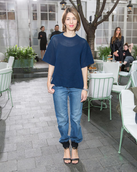 sofia-copolla-date-night-going-out-mom-jeans-navy-top-sandals-summer-spring-via-elle.com