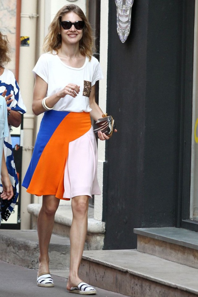 summer-tourist-sightseeing-vacation-espadrille-flats-colorblock-summer-skirt-tee-model-style-via-inunomimi.tumblr.com