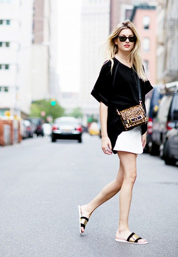 summer-vacation-sightseeing-going-out-date-night-white-skirt-black-oversized-tee-black-gold-slides-sandals-via-www