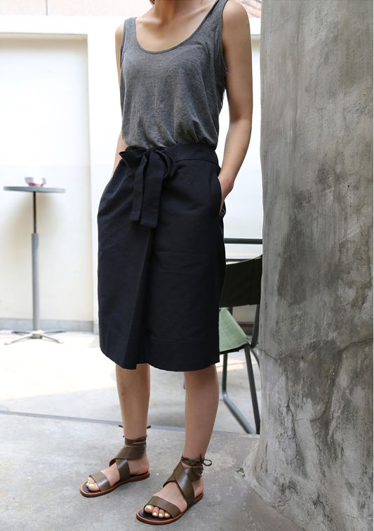 summer-vacation-sightseeing-wrap-skirt-gray-tank-navy-wrap-belted-skirt-gladiators-sandals-via-death-by-elocution.tumblr.com