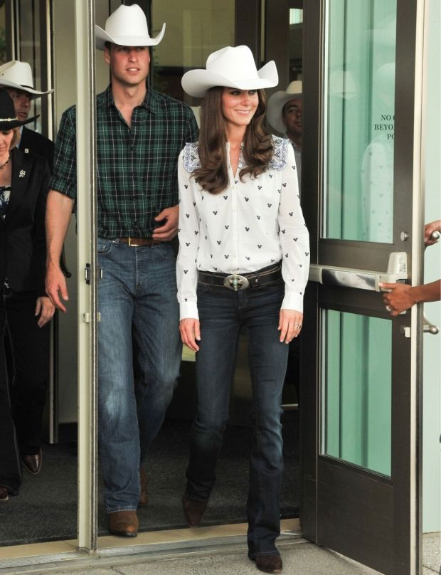 summer-western-vacation-coby-boots-hat-kate-middleton-via-photo.femmeactuelle.fr