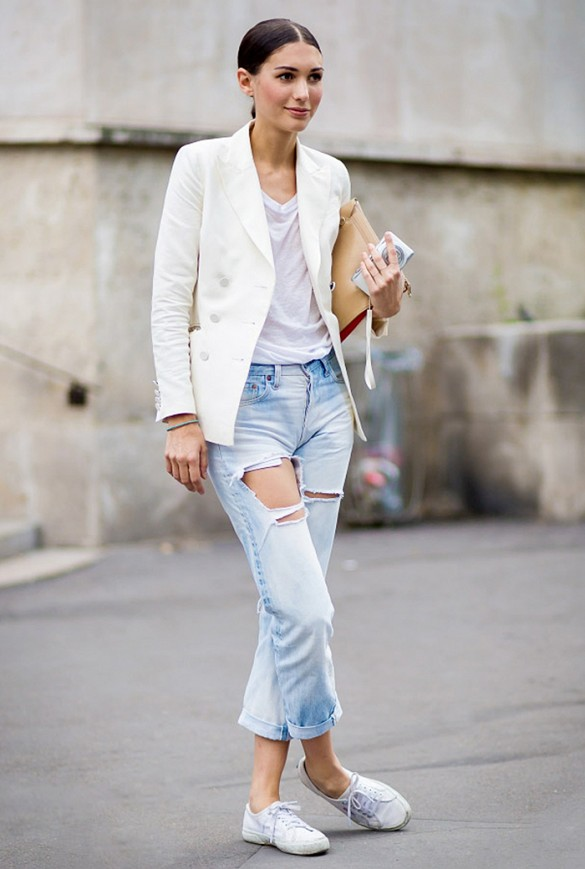 white-blazer-ripped-boyfriend-jeans-white-tee-sneakers-summer-weekend-outfit-via-style du monde