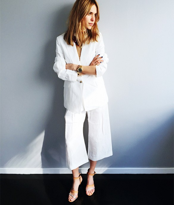 white-jacket-culottes-white-pants-suit-summer-work-outfit-going-out-cocktail-party-via-look de pernille