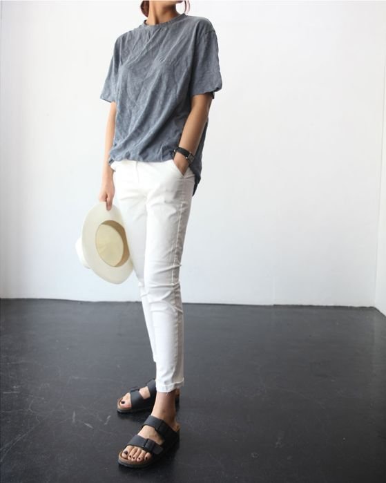 white-jeans-grey-tee-birks-hat-summer-weekend-beach-hamptons-sightseeing-vacation-via-death-by-elocution.tumblr.com