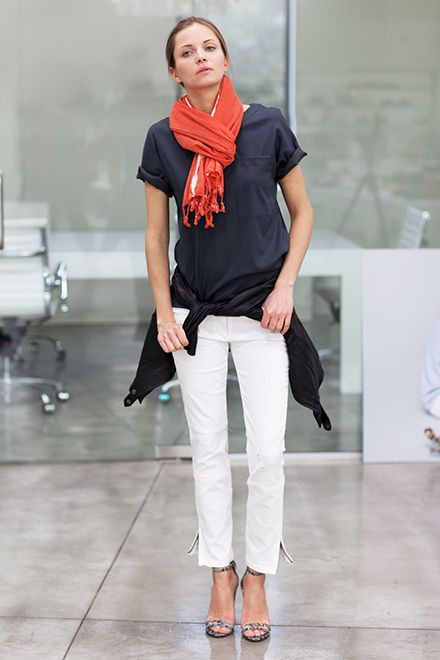 white-jeans-scarf-hamptons-night-out-bbq-party-pool-beach-shower-via-emersonfry.com