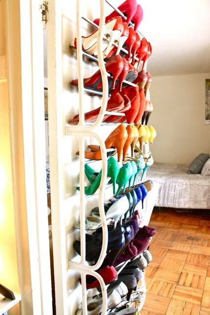 closet-org-color-coord-apt-terapy-whoe-rack-over-door-apt