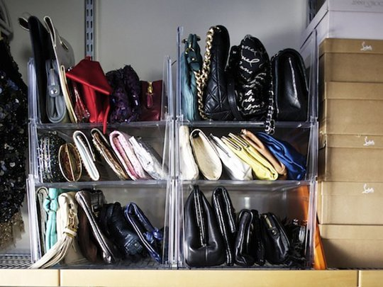 closet-org-handbag-storage-clutches-shelves-cubbies-via-aptther